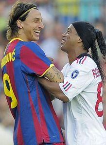 Ronaldinho และ Zlatan Ibrahimovic เอซีมิลานและเอฟซีบาร์เซโลนา สองชนิดมี f …