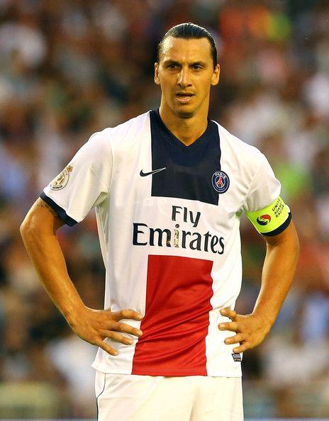 Zlatan Ibrahimovic จาก PSG ทำงานกับลูกบอลในช่วงไตรมาสที่เป็นมิตร …