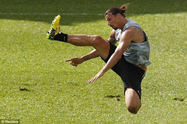 """""""เตะออก: Zlatan Ibrahimovic ได้รับในโรงเรียนอนุบาลแกว่งสำหรับการกำกับเป็น P …"""