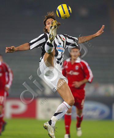 Zlatan Ibrahimovic ควบคุมบอล: ยูเวนตุส & # 39; กองกลาง Zlatan Ibrahimovic o …