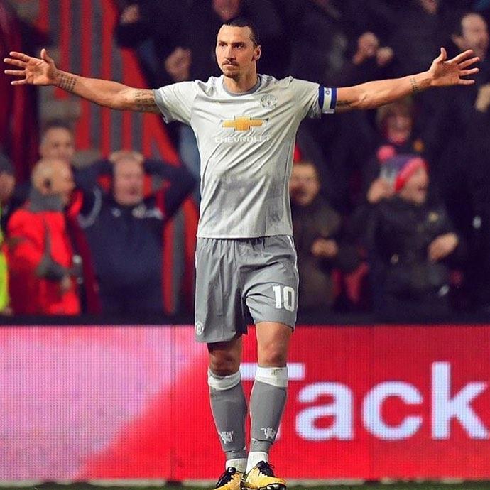 เขากลับมาเป็นเด็กชาย @manchesterunited #manchesterunited #zlatanibrahimovic …