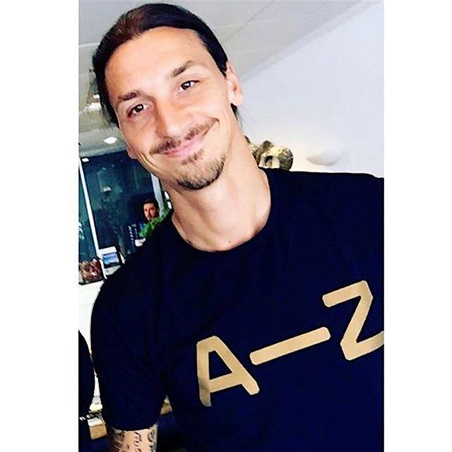 Zlatan Ibrahimovic ในเสื้อยืดจากชุดกีฬา โอ้หวานแค่ไหน …