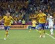 สวีเดนเซบาสเตียนลาร์สสันซ้ายและ Zlatan Ibrahimovic ฉลองสอง …