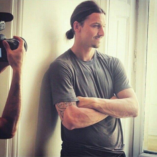Zlatan Ibrahimovic เปิดตัวน้ำหอมของคุณก่อน (2015/06/24)