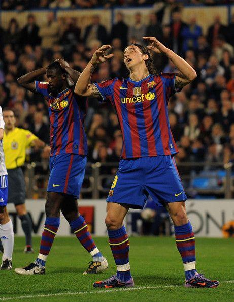 Zlatan Ibrahimovic รูปภาพรูปภาพ – Zlatan Ibrahimovic (R) และ Toure Yaya จาก Barc …
