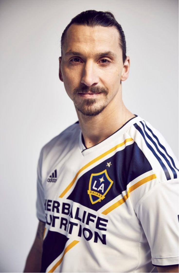 Zlatan Ibrahimovic ในชุด LA Galaxy