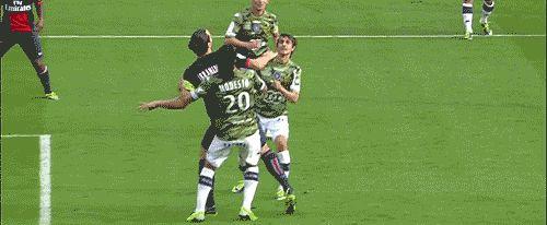 """Zlatan Ibrahimoviçเครื่องหมาย PSG กับ Bastia – """"เป้าหมายอะไร! เป้าหมายอะไรและผมของเธอ …"""