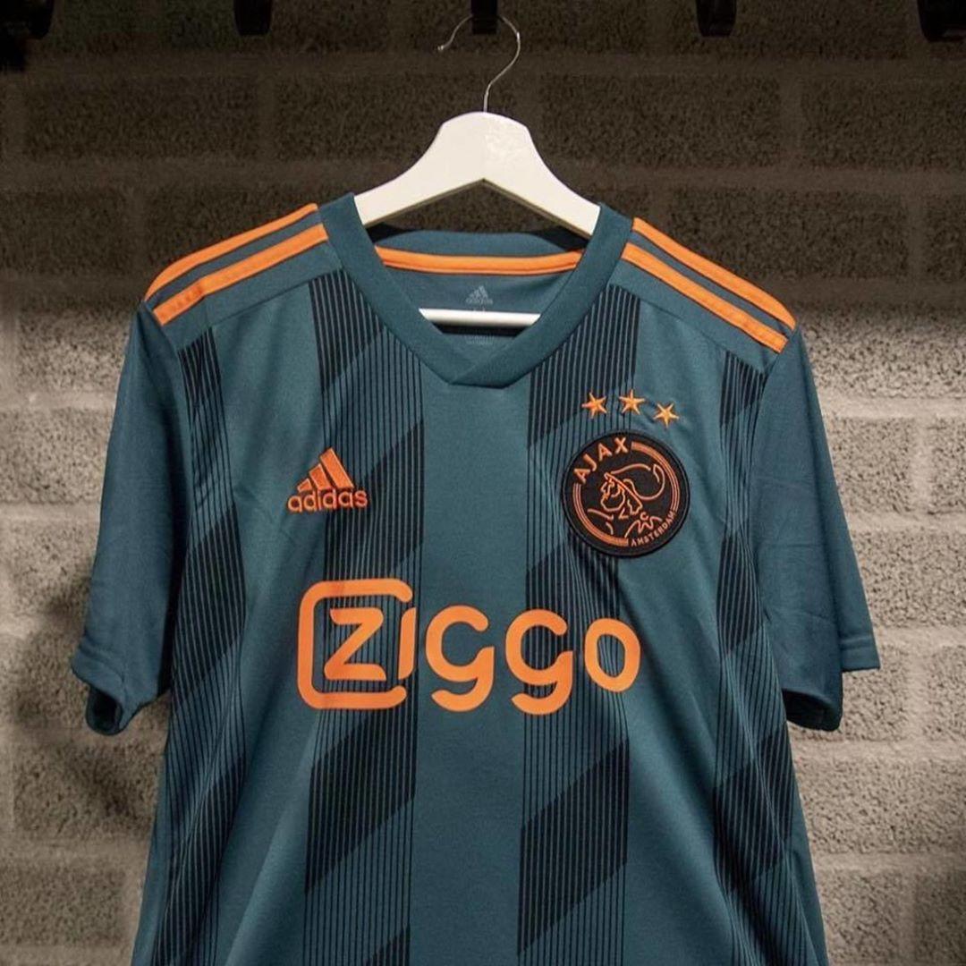 ชุดเยือนใหม่ของ Ajax สำหรับฤดูกาลหน้าค่อนข้างสวยงาม ..  #soccer #sports …