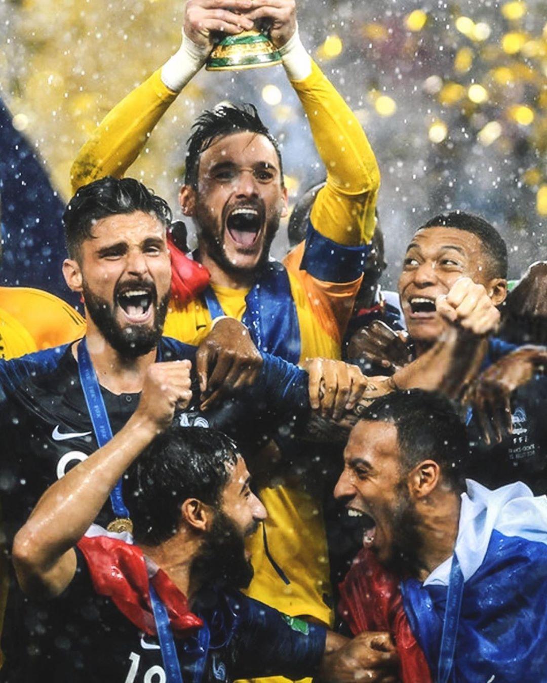 10 เดือน … @equipedefrance // #championsleague #ol #championsdumonde #france …