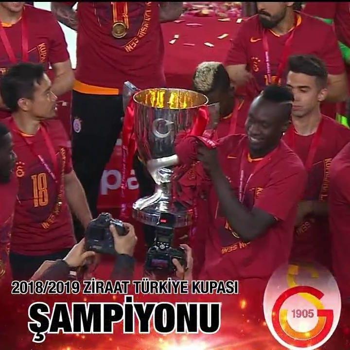 Champion Galatasaray ยกถ้วยขึ้น . . Cengiz Hakan Çalhanoğlu # # # cengizund คือ …
