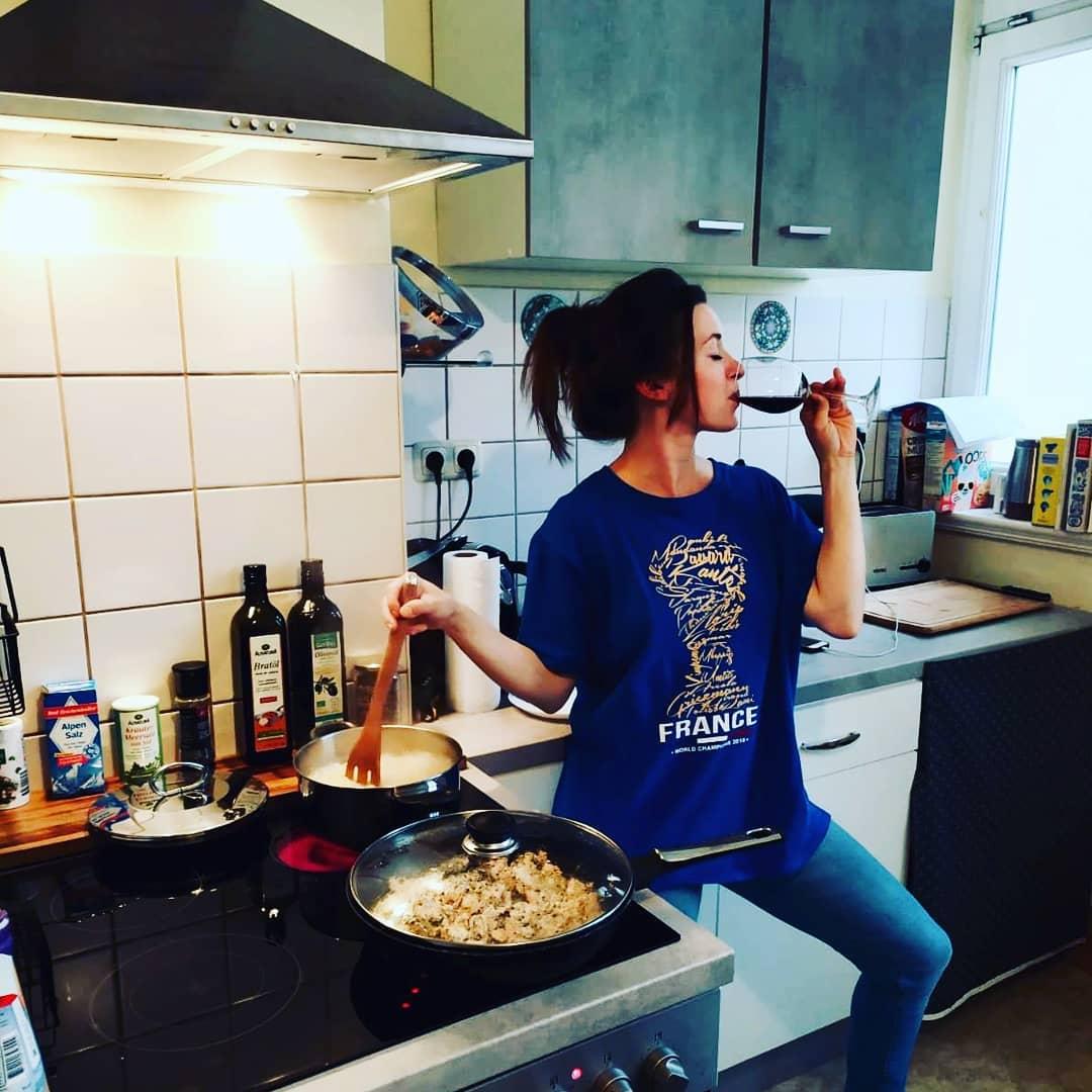 โอ้พระเจ้าของฉัน … ภรรยาของฉันกลายเป็นคนฝรั่งเศส … 🇫🇷 # หญิง # ไวน์ # ไวน์แดง # แชมป์ …