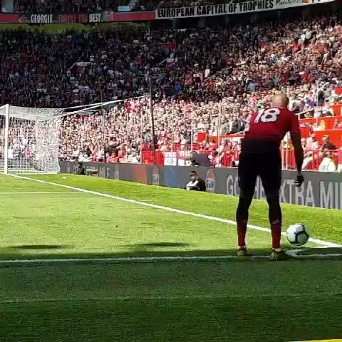 แมนเชสเตอร์ยูไนเต็ด สัญชาตญาณของแมนเชสเตอร์ยูไนเต็ดที่ Old Trafford! คุณสามารถเห็นความเร็วของแอชลี่ย์ยังหรือความรู้สึกที่ล้นหลามของ Pogba … การเฝ้าดูผู้ชาย …