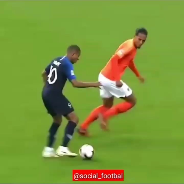 Van Dijk คนนี้เล่นได้เยอะเช่นกัน . . . . . . . . . . . . . . . . . . . . # ฟุตบอล …